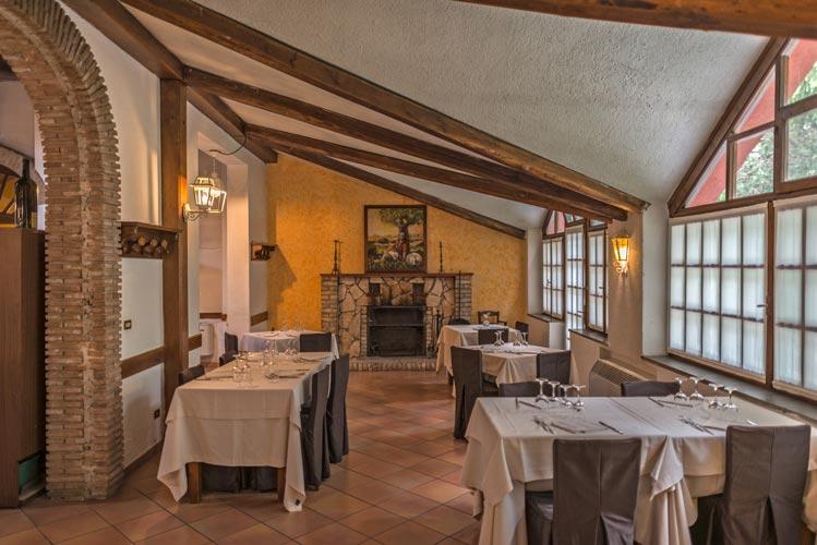 Tavoli del ristorante Le Sequoie in Abruzzo